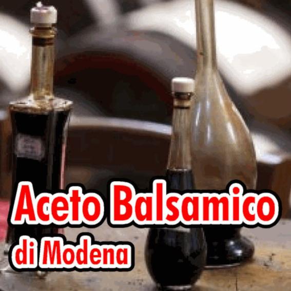 Bottiglie di Aceto balsamico tradizionale di Modena in Acetaia con botti sullo sfondo